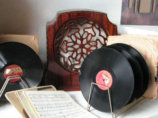 Vintage Records and Speaker