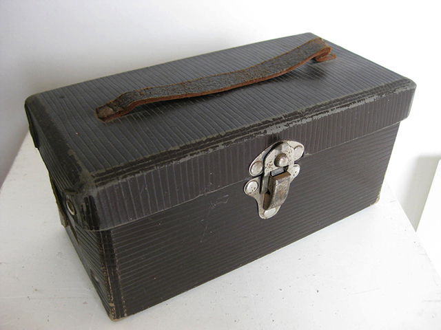 CAS0100 CASE, Small Brown Cardboard Case w Handle 25cm $6.25