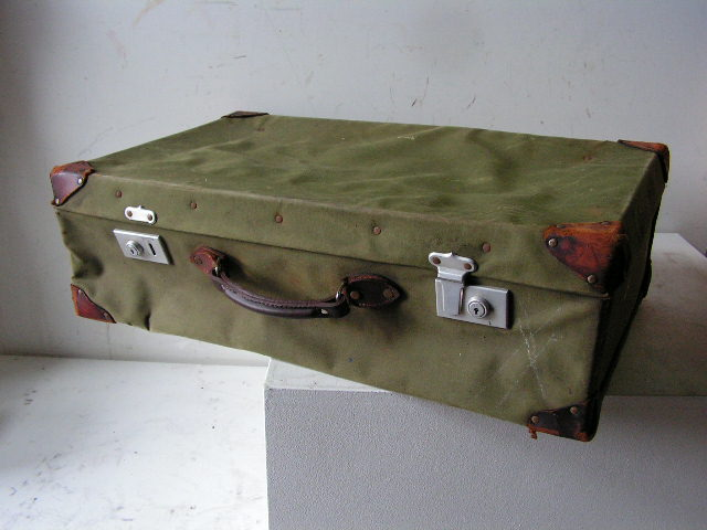 SUI0020 SUITCASE / LUGGAGE, Army Canvas Large $22.50