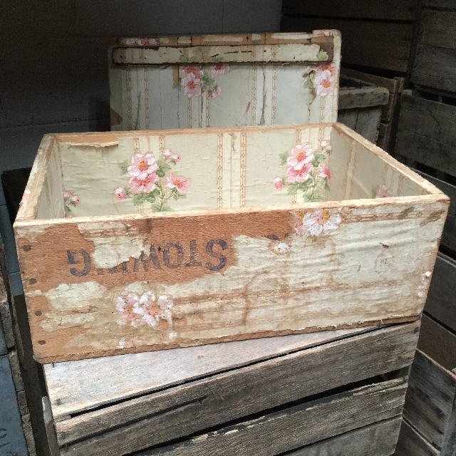 CRA0004 CRATE, Vintage - 1940s Wallpaper w Lid (48cmL x 34cmW x 19cmH) $18.75