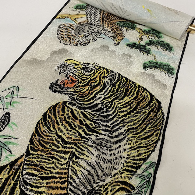 SCR0057 SCROLL Tiger and Eagle - Flocked Silk $8.75