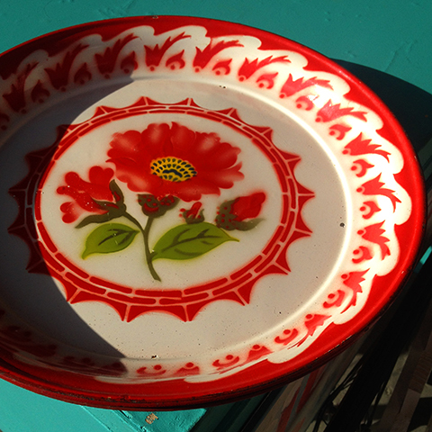 TRA0051 TRAY, Chinese Red White Flower $8.75