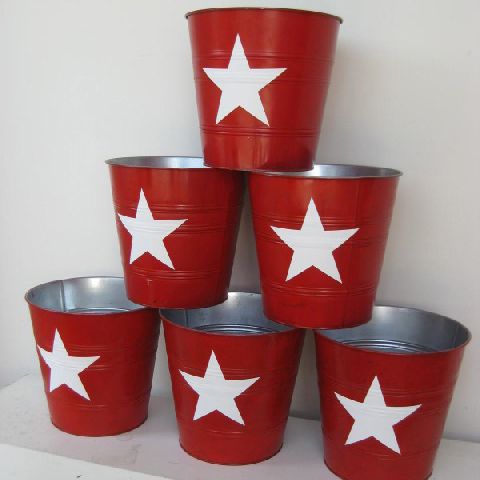 BUC0004 BUCKET, Red w White Star $11.25