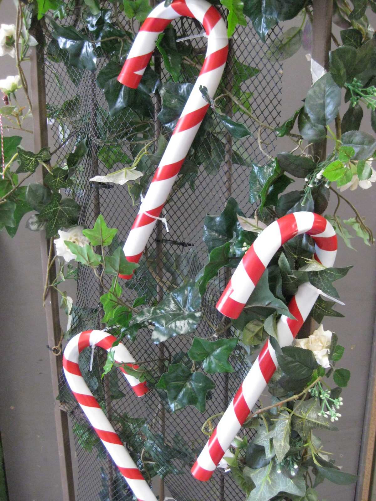 Archway with Small Candy Cane Styling