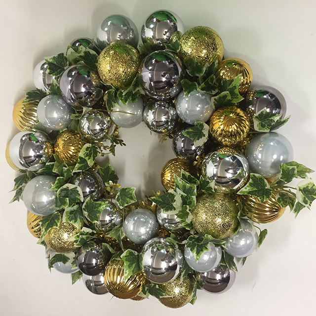WRE0003 WREATH, 40cm Diameter w Gold Silver Baubles $12.50
