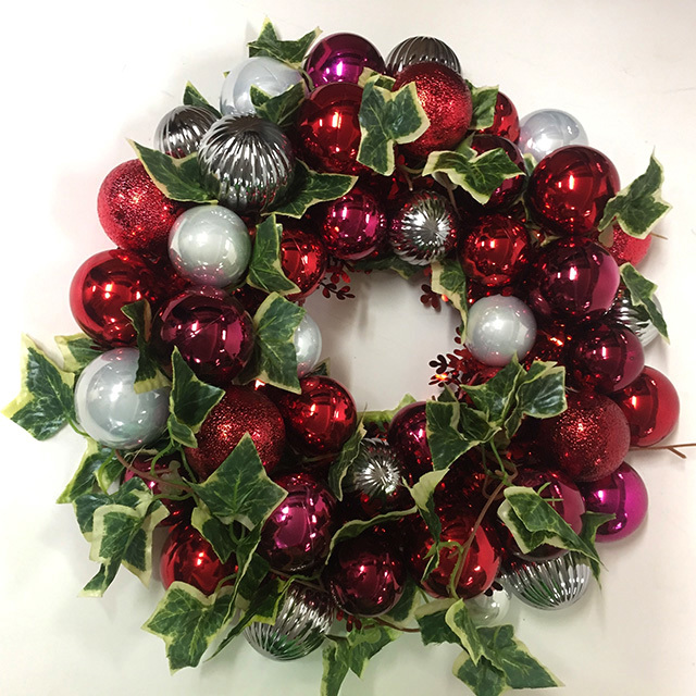 WRE0004 WREATH, 40cm Diameter w Red Silver Baubles $12.50