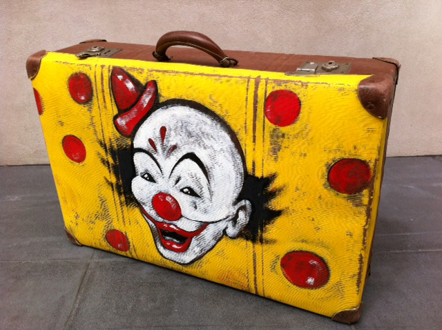 SUI0001 SUITCASE, Yellow - Clown Face $30