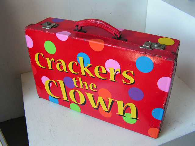 SUI0002 SUITCASE, Red - Crackers the Clown $30