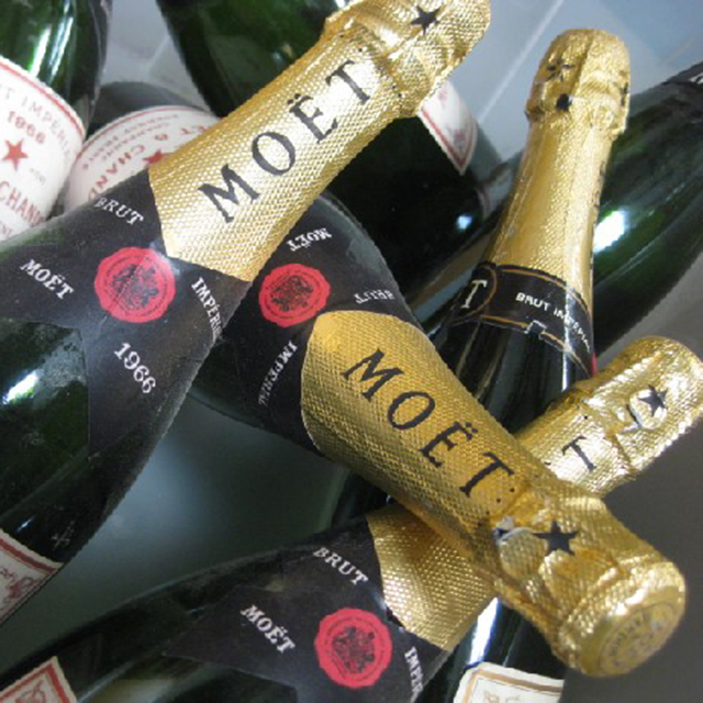 BOT0032 BOTTLE, Champagne - Sealed Moet Bottle $7.50