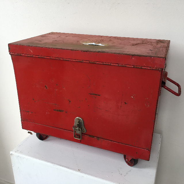 TOO0038 TOOL BOX, Small Red Multi Drawer on Wheels $20 (Closed)