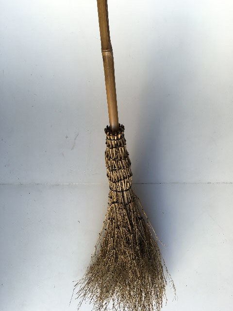 BRO0001 BROOMSTICK, 1.5m Long $20