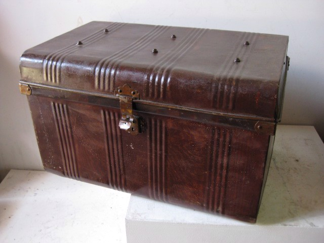 CHE0102 CHEST, Medium Dark Brown Metal 70x45x42cm H $30