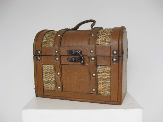 SUI0094 SUITCASE, Vintage Style - Ex Small Chest Shape $15