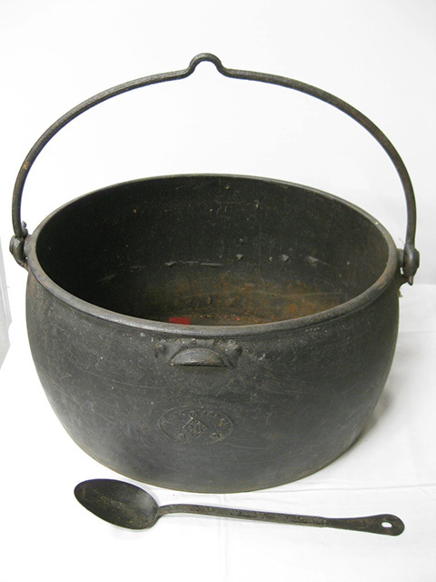 POT0005 POT, Cast Iron Extra Large $25