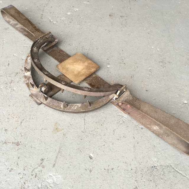 ANI0102 ANIMAL TRAP, Bear Trap Prop 95cm Long $30
