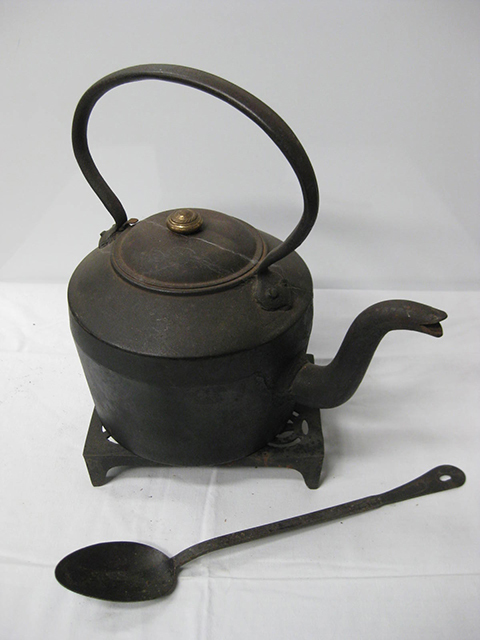 CAS0001 CAST IRON, Kettle - Large $22.50