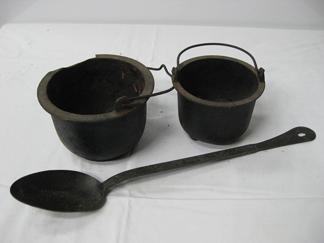 CAS0004 CAST IRON, Pot - Small $7.50