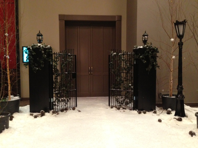 GAT0001 GATES, Black Freestanding w Pillars 2.9m W x 1.8m H $150 (Picture w Optional Ivy & Coach Lights) - No Longer Black