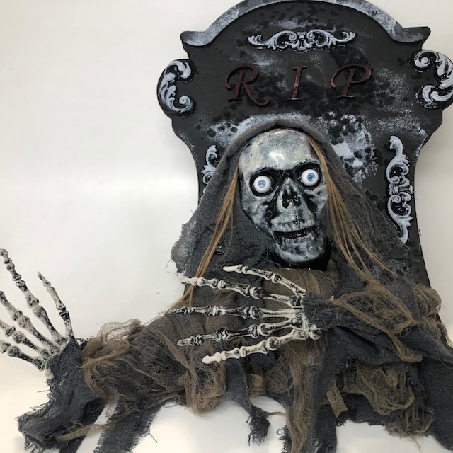 HEA0122 HEADSTONE, Small w Skeleton 50cm x 60cm H - Battery Operated $15