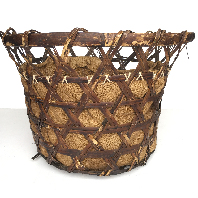 BAS0028 BASKET, Large Open Weave Hessian Lining $22.50
