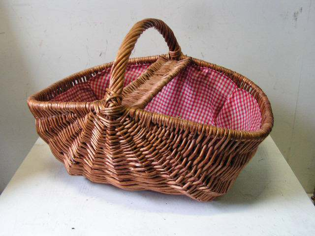 BAS0062 BASKET, Picnic Hamper - Open Style w Red Gingham $11.25