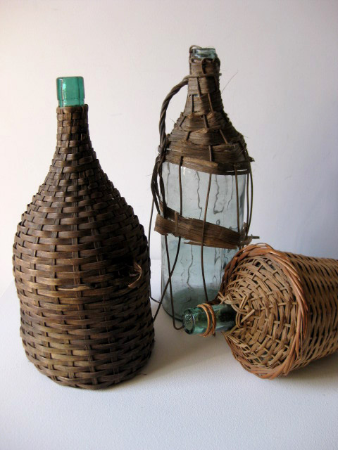 BOT0014 BOTTLE, Wicker Covered - Large $6.25