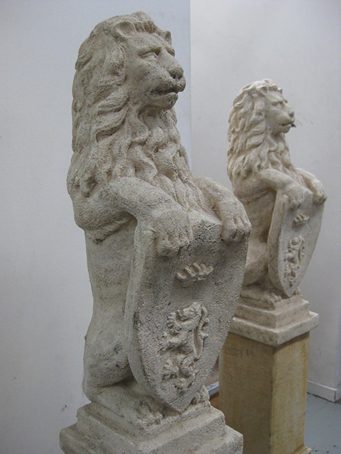 PLI0016 PLINTH, Lion w Shield - Faux Stone 1.4m High $62.50