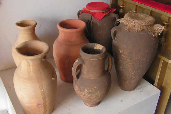 Ancient urns and vessels (2)