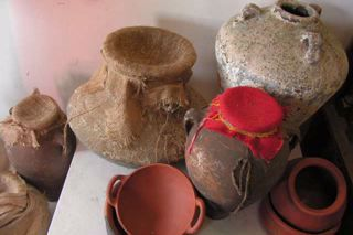 Ancient urns and vessels (3)