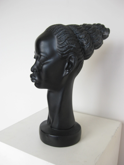 Artefact - African lady
