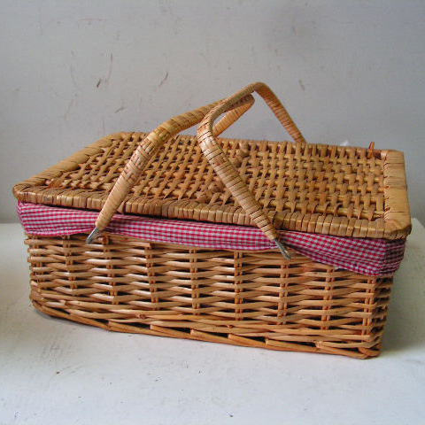 BAS0063 BASKET, Picnic Hamper - Red Gingham $10