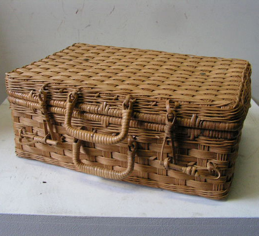 BAS0064 BASKET, Picnic - Wicker Case $10