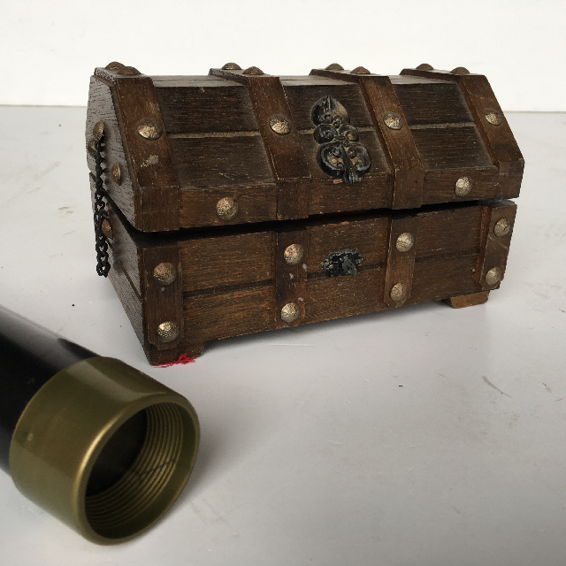 CHE0112 CHEST, Small Treasure Chest Timber $7.50