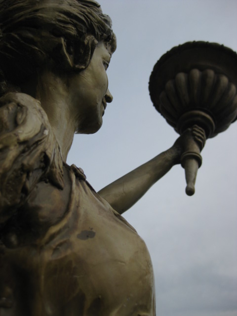 Statue - Lady on Round Plinth - 2.6m - Detail