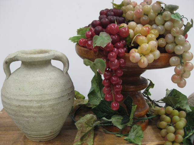 Stoneware pots with grapes (1)