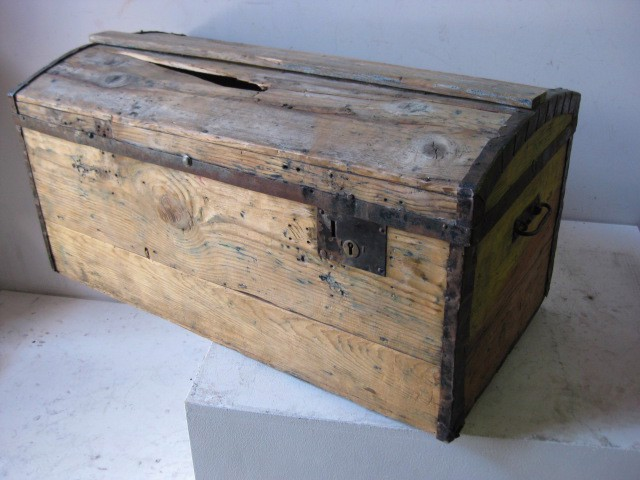 Chest - medium, pale coloured timber chest, 75cm long