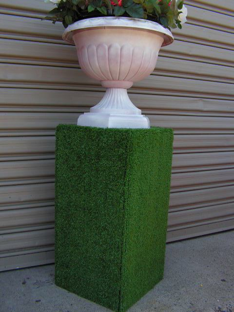 Spring Racing Styling - Plinth w Urn