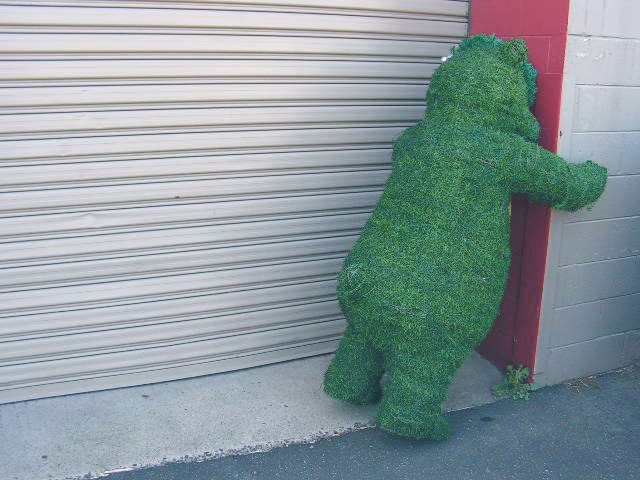 TOP0001 TOPIARY BEAR,  Faux Green Grass 1.4m High $125