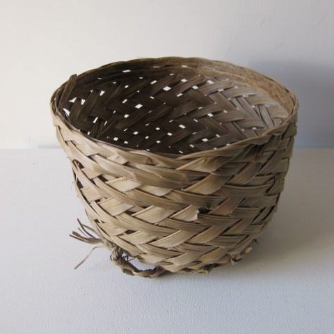 BAS0008 BASKET, Woven Palm Small $7.50