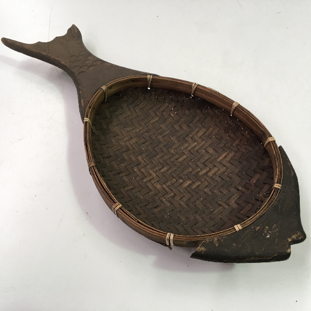TRA0053 TRAY, Rustic Woven w Wooden Fish Handle $6.25