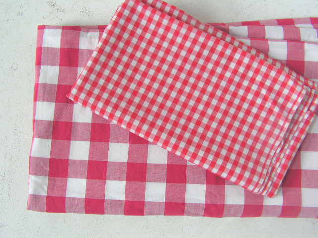TAB0110 TABLECLOTH, Red & White 2.5cm Check - 1m x 1m $10