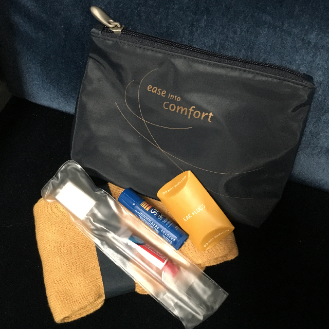 AIR0013 AIRLINE TRAVEL/TOILETRY KIT, navy travel kit $12.50