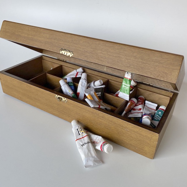 PAI0010 PAINT BOX, Artist's Paint Collection in Wooden Box $18.75