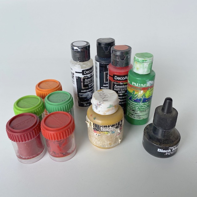 PAI0017 PAINT, Artist's Paint (Small Bottles or Tubs) $0.50
