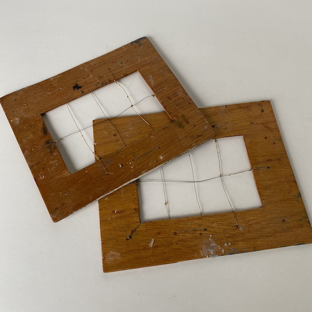 DRA0020 DRAWING GRID, Vintage Wooden $3.75