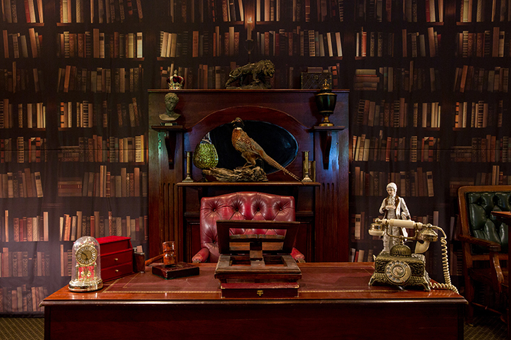 GENTLEMAN'S LIBRARY/STUDY (Library Backdrop)