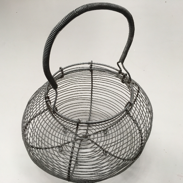BAS0153 BASKET, Wire Egg Basket $5