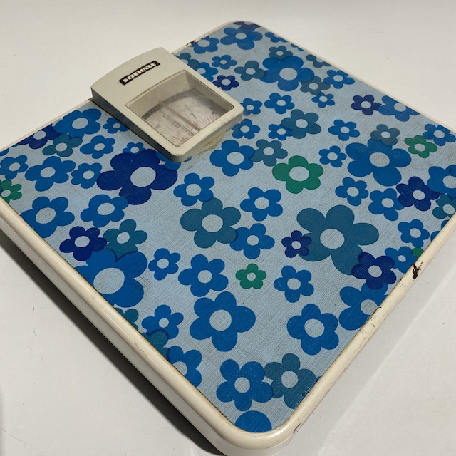 BAT0060 BATHROOM SCALES, 1970s Retro Blue Floral $18.75