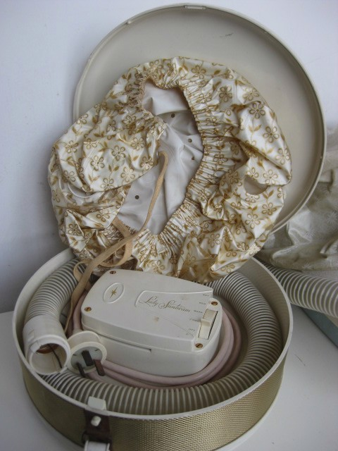 HAI0007 HAIR DRYER, Retro Cap in Case - Lady Sunbeam Boxed $22.50