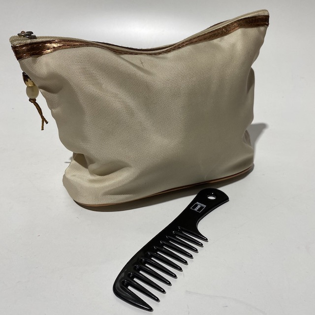 MAK0002 MAKE UP BAG, Cream Designer $3.75